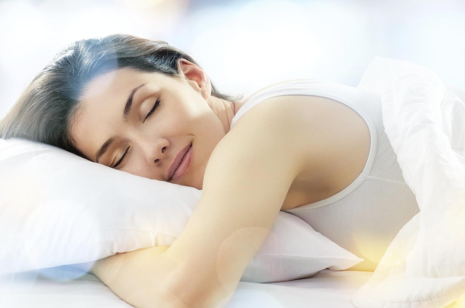 trà hoa hồng giúp bạn ngủ ngon hơn