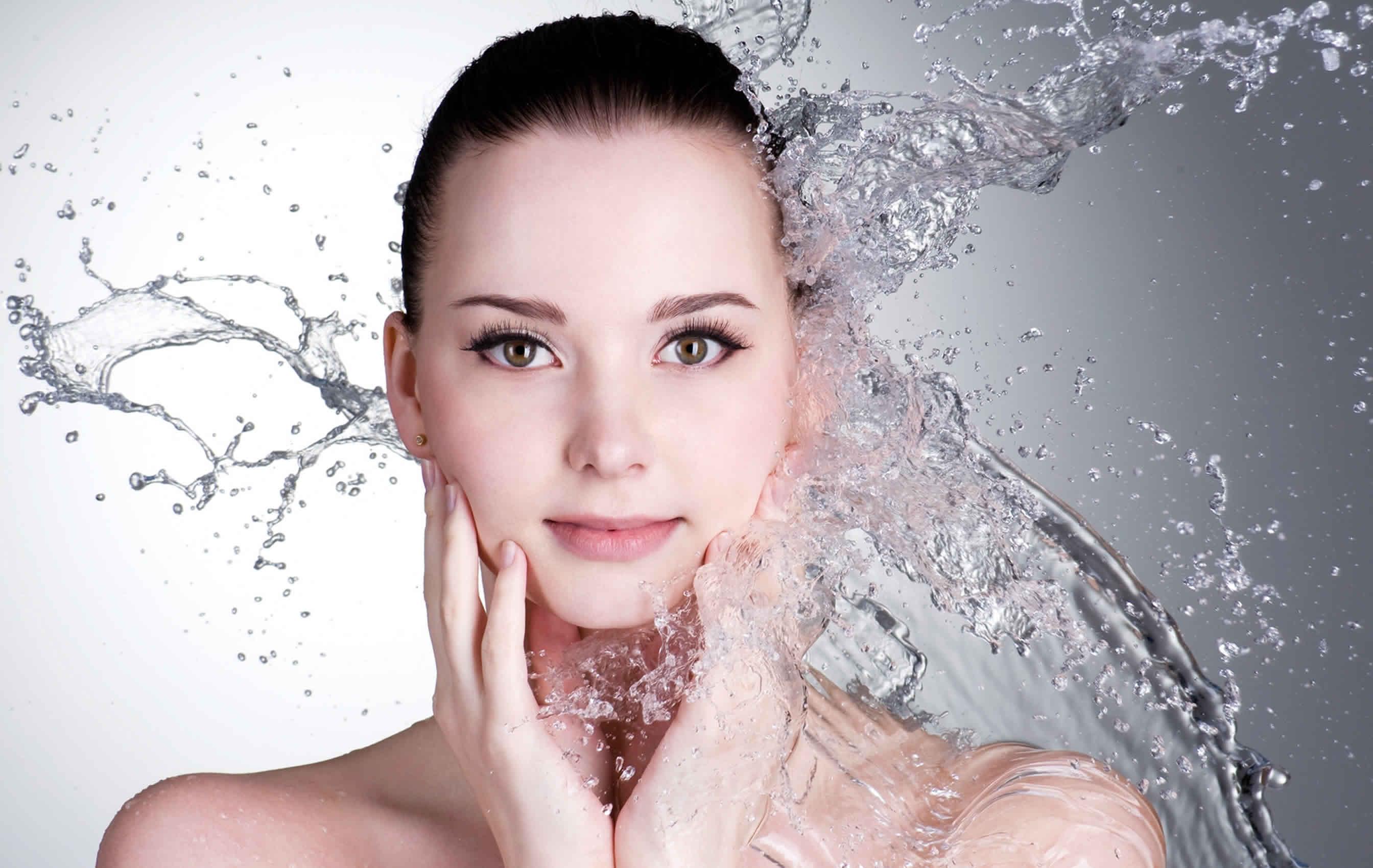 Rosalia by Bảo Hiên - Khám phá nước hoa hồng có tác dụng gì trong mùa khô hanh