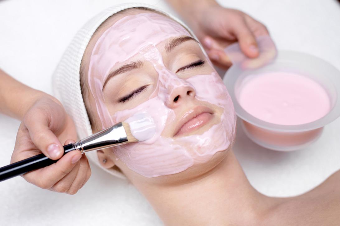 Rosalia by Bảo Hiên - Những tác dụng của mặt nạ hoa hồng - Bí quyết tái tạo tuổi thanh xuân cho phái nữ