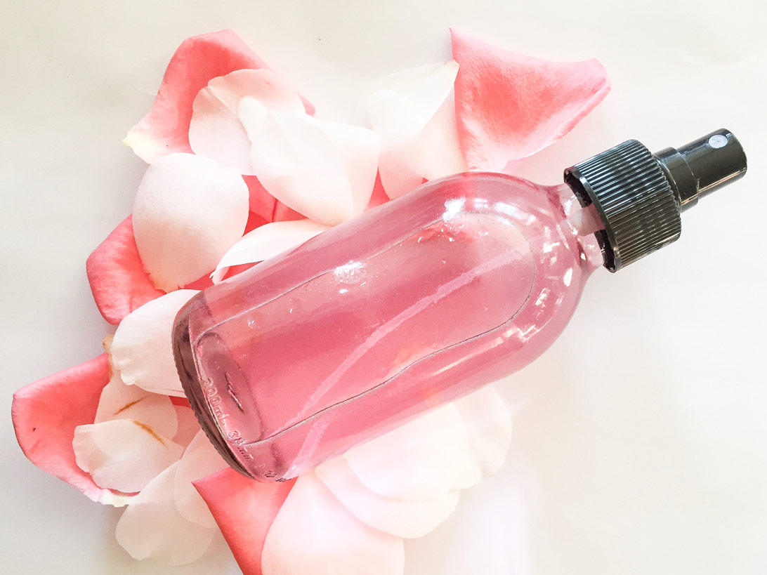 Rosalia by Bảo Hiên: Thông thái với cách lựa chọn nước hoa hồng cho từng loại da