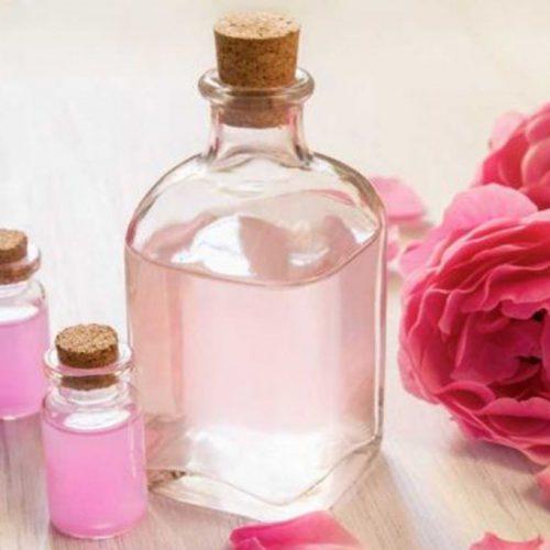Rosalia by Bảo Hiên - Phân biệt nước hoa hồng trị mụn và lotion trị mụn