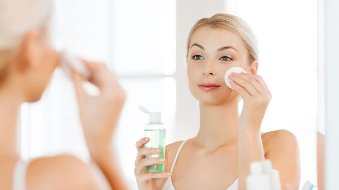 Rosalia - Bảo Hiên - Dùng nước hoa hồng xong có phải rửa mặt không?