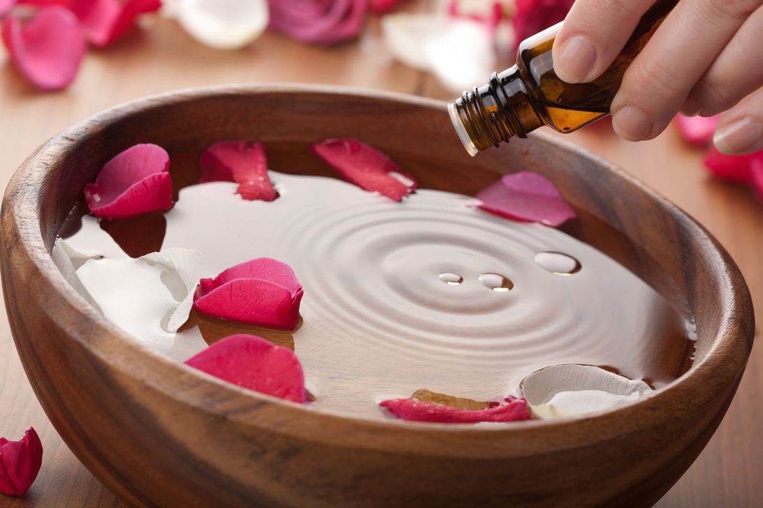 Rosalia - Sự thật về tác dụng của nước hoa hồng - Bảo Hiên