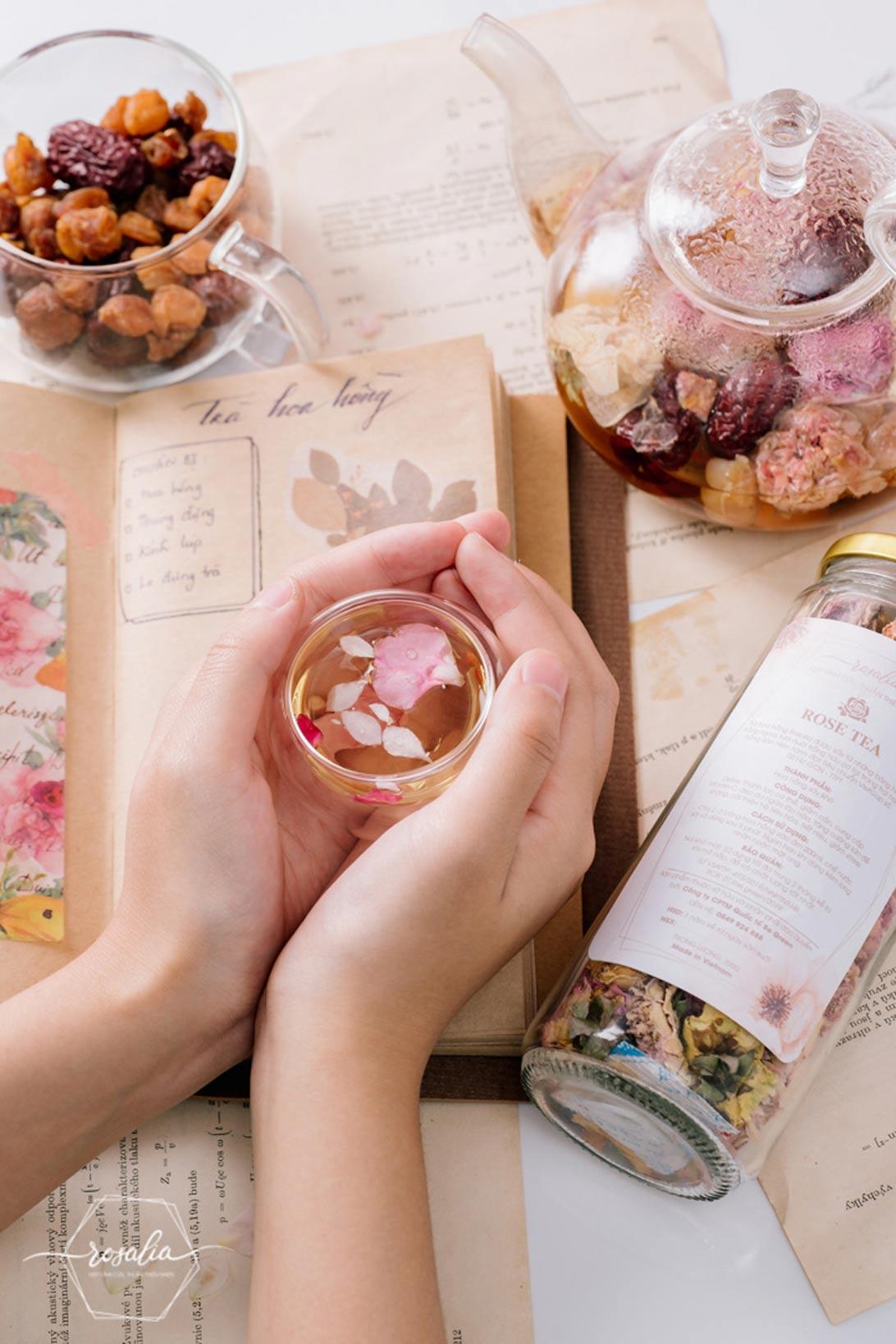 Rosalia by Bảo Hiên : Cách pha trà hoa hồng Rosalia cho buổi sáng thư thái